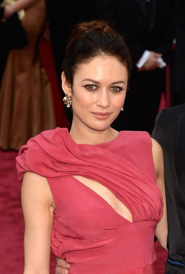 0_Olga-Kurylenko-attends-the-Oscars.jpg